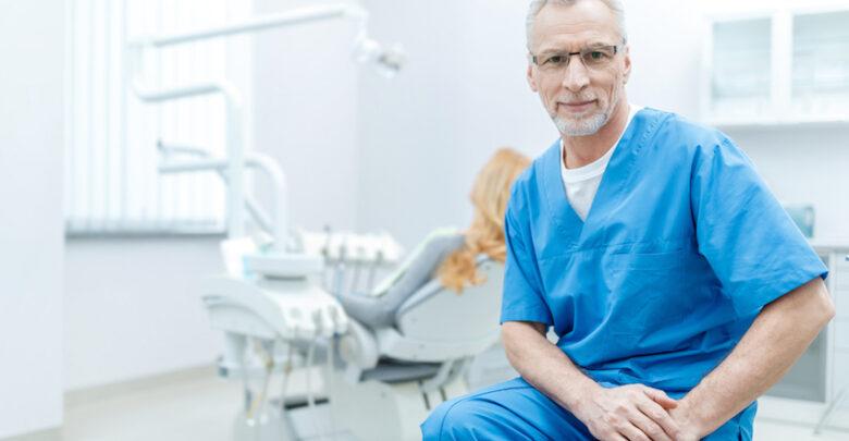 abbigliamento dentista